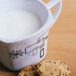 ホットミルクを電子レンジで!寝る前のミルクで不眠を快眠に変える方法。