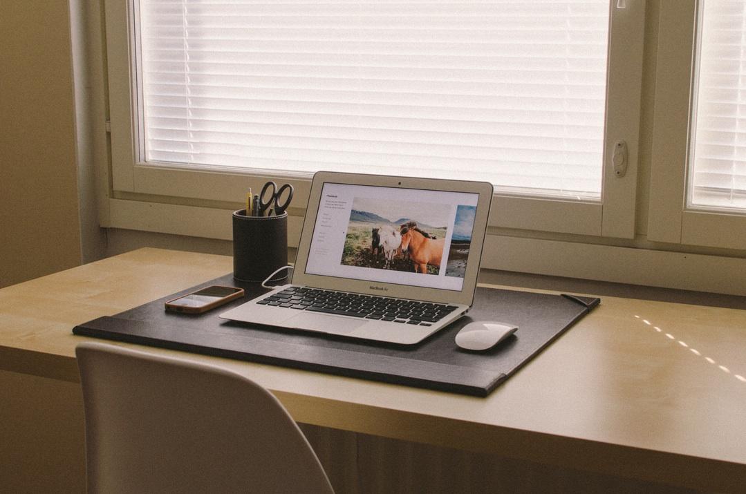 MBA-マウス-机-シンプル