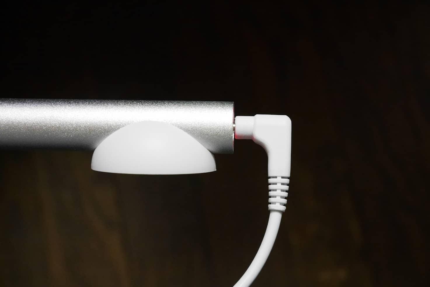dodocool-ledデスクライト-充電中