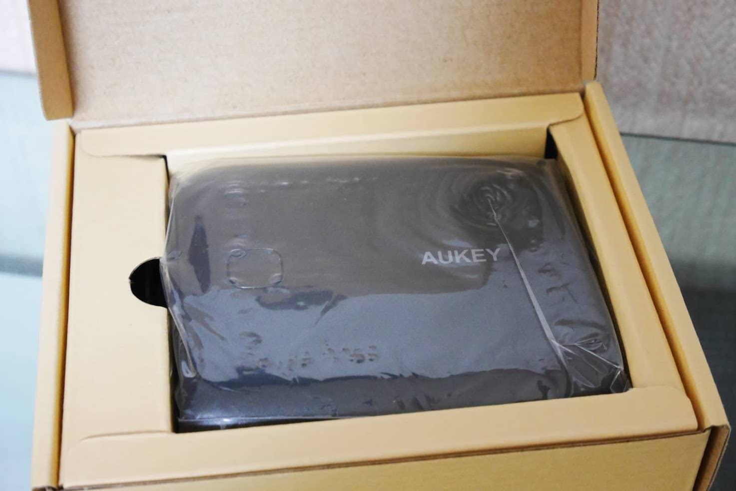 AUKEY-10,000mAh-モバイルバッテリー-PB-N42-中身はこんな感じ