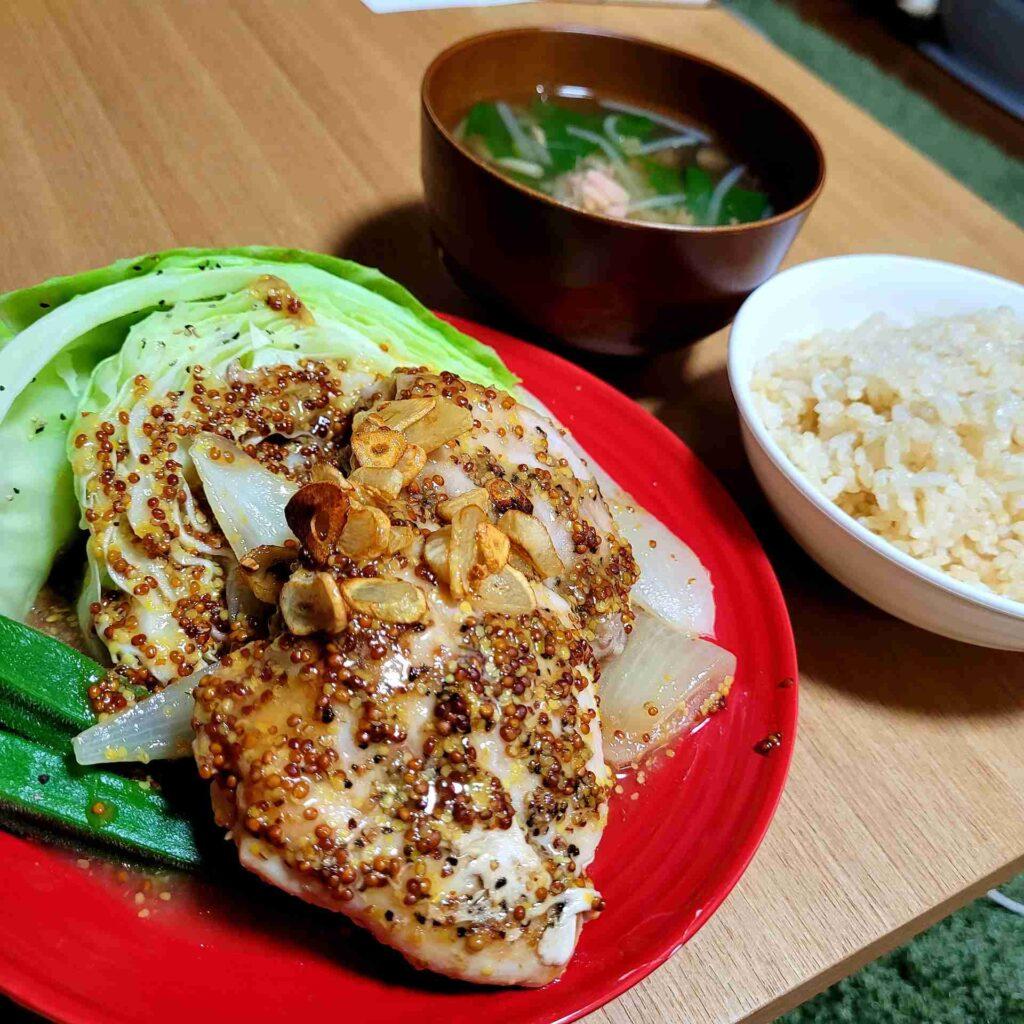 皮なし鶏もも肉のハニーマスタードと、ツナと野菜のすまし汁